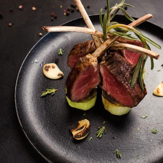 Luksusta ruuanlaittoon lifestyle artikkelisarjasta löydät pikantit yksityiskohdat, joilla saat arkiruokaasi luksusta!