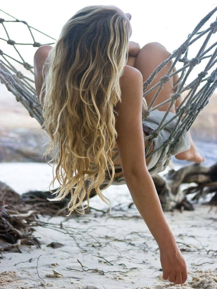 huoleton beach hair look merisuolasuihkeella