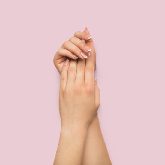 Pese kädet hellävaraisesti