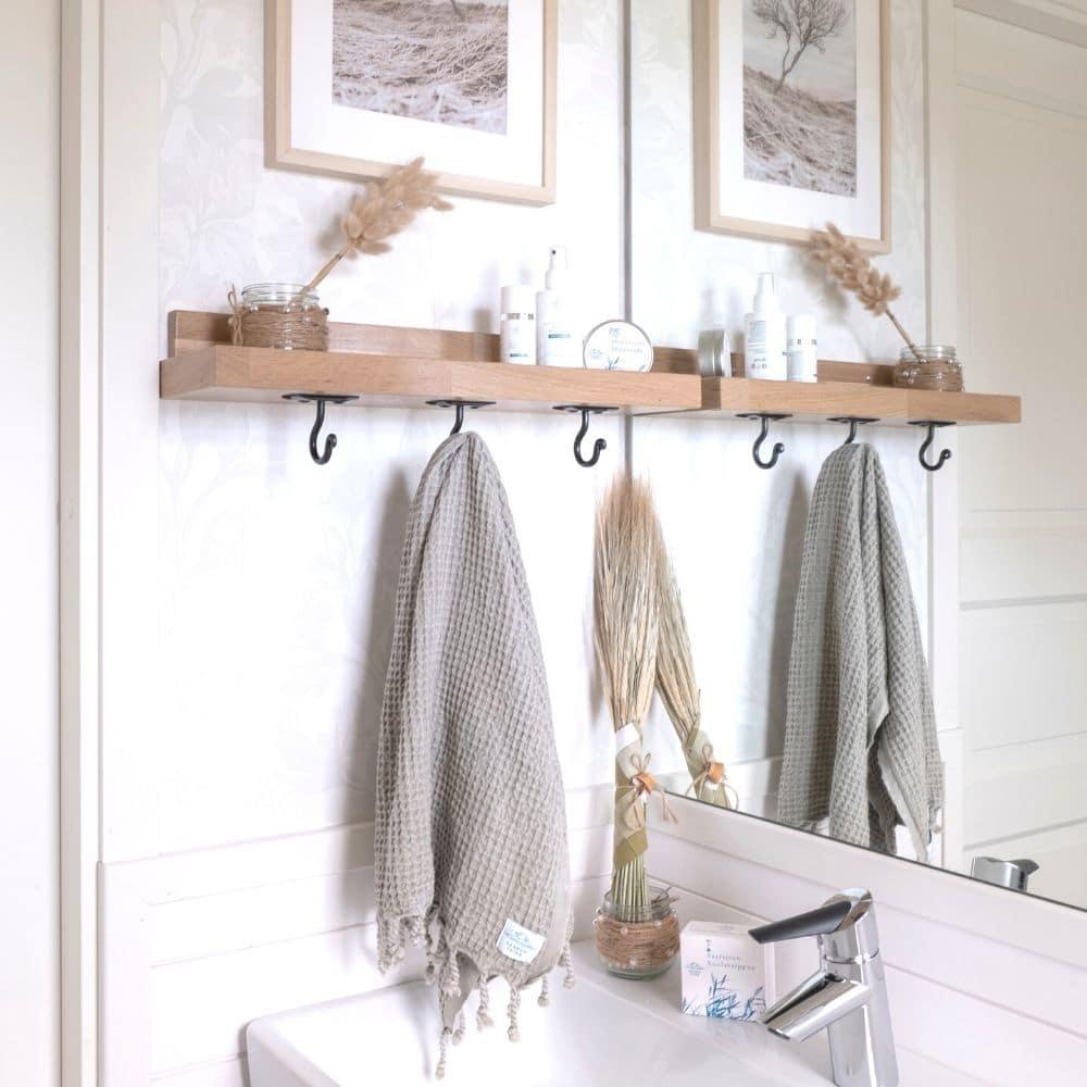 Kaunis ja kestävä naulakkohylly mm. kylpyhuoneeseen tai keittiöön. Sopii mm. boheemiin, maalaisromanttiseen tai moderniin sisustukseen - Puusepän käsityönä Marttilassa valmistama (2)