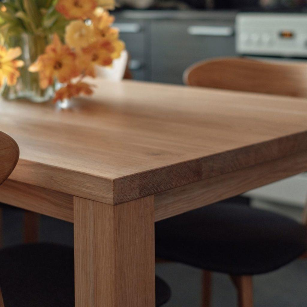 ruokapöytä tammea boheemiin skandinaaviseen sisustukseen