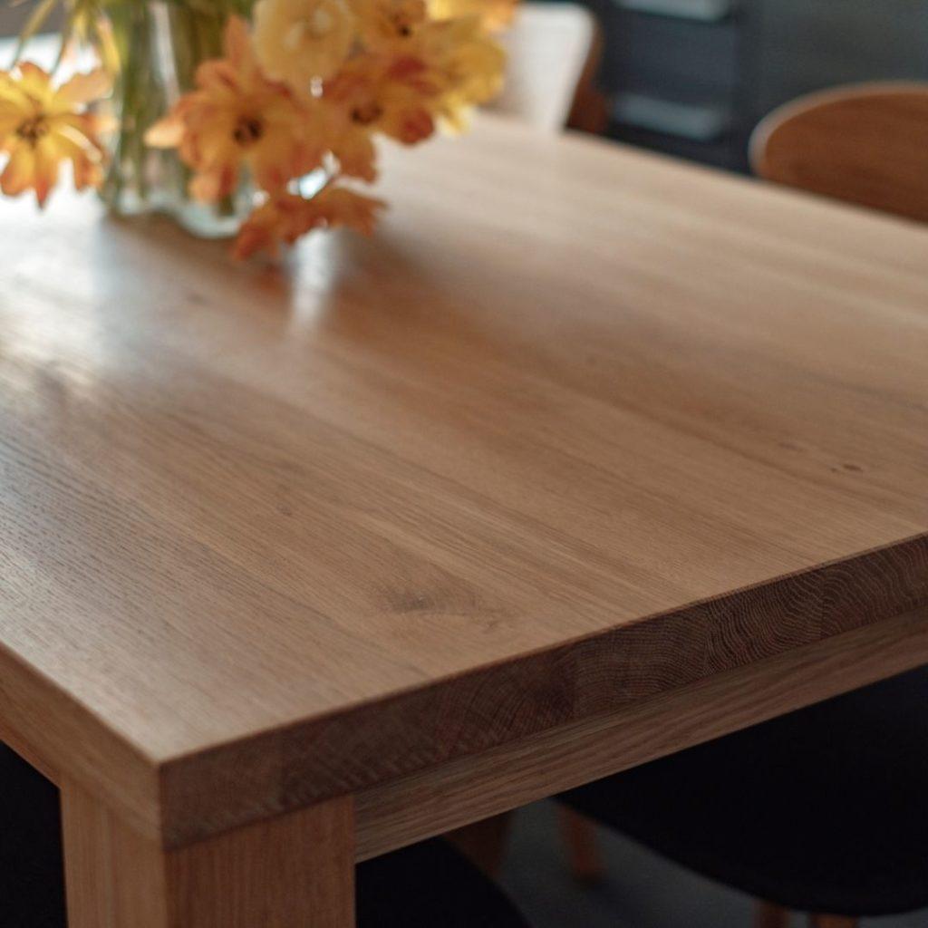 tamminen keittiön pöytä boheemiin skandinaaviseen sisustukseen
