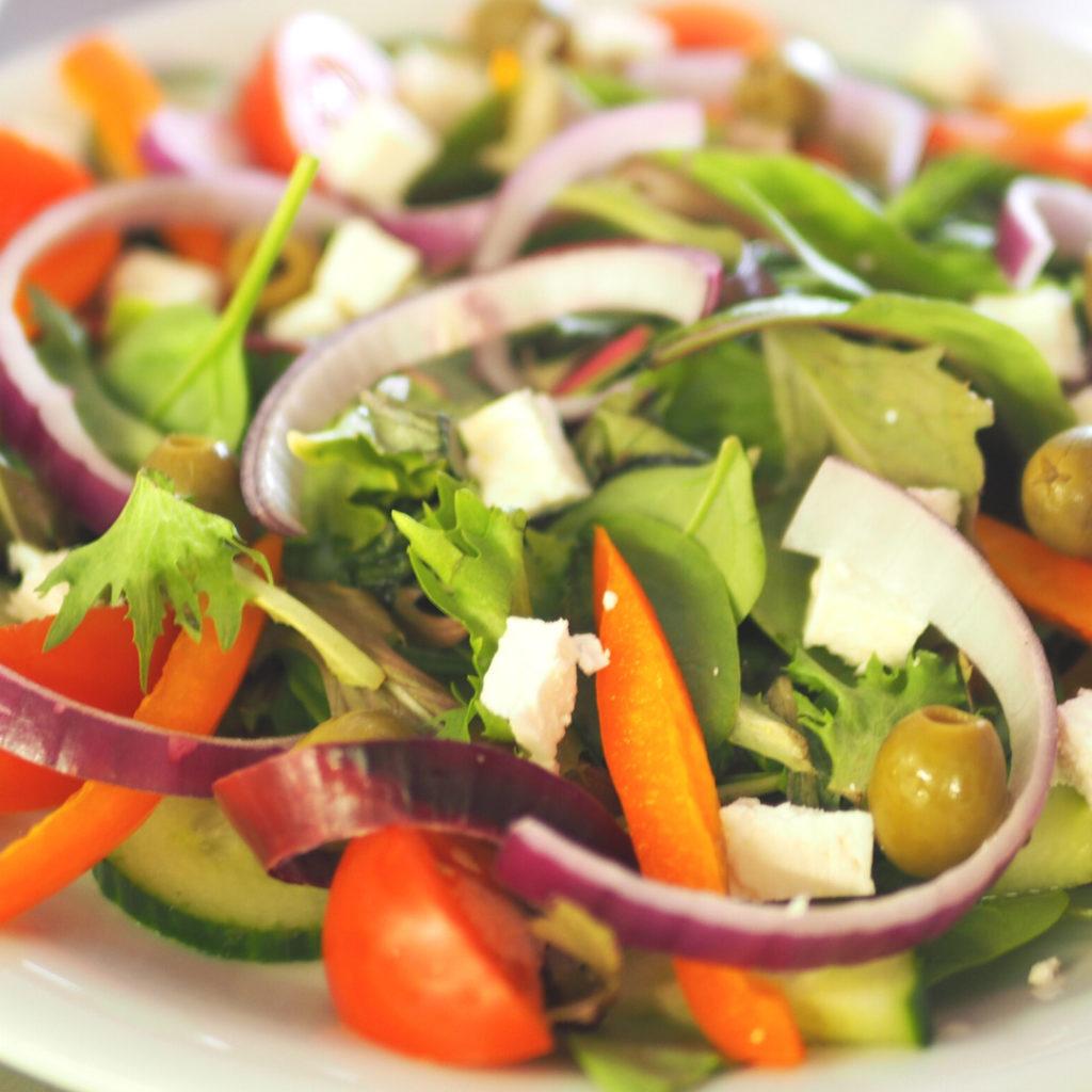 Tuore ja raikas salaatti